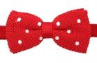 Strickschleife - Weiße Punkte auf rotem Grund - vorgebunden
